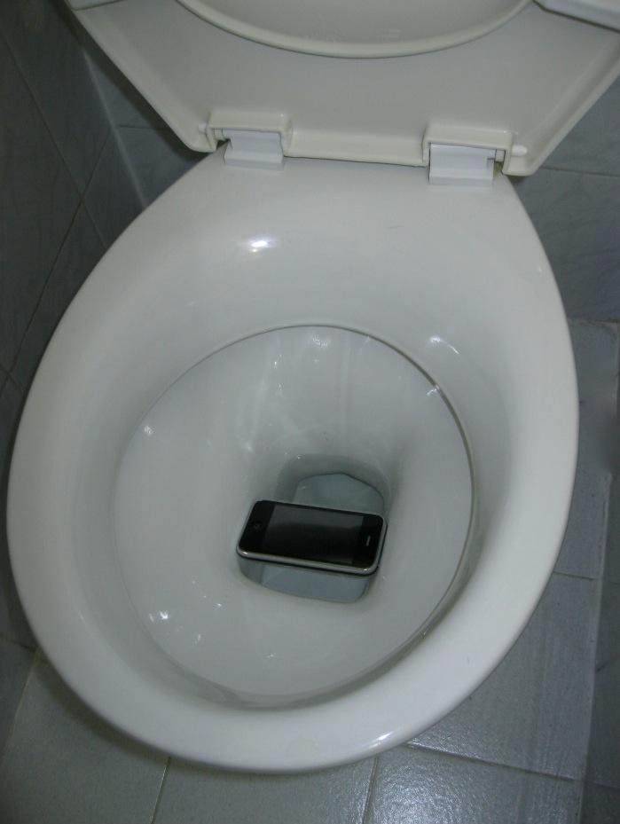 dropped iphone in toilet got lucky iphone almost flushed the toilet 14035